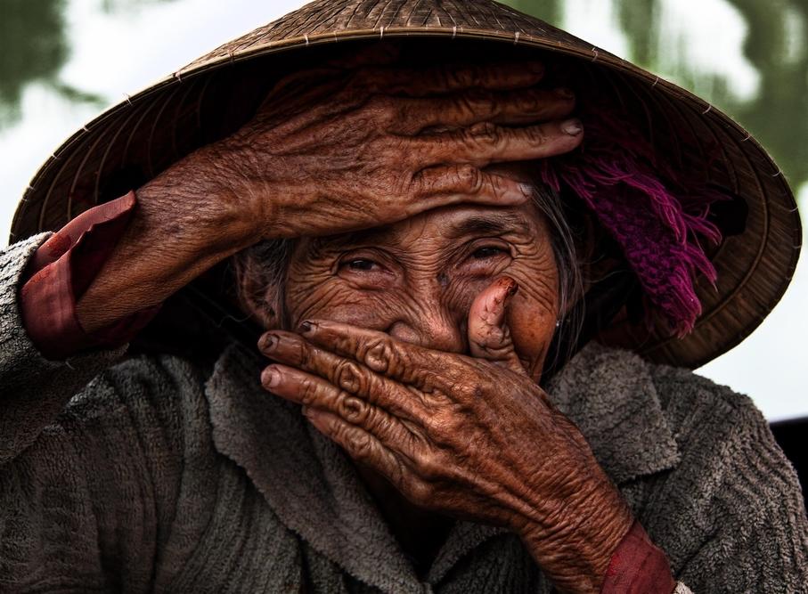 Madam Xong - Hidden Smile - Photo by Réhahn.